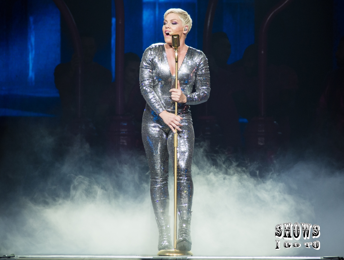 p nk photos review from last night amway center orlando sold