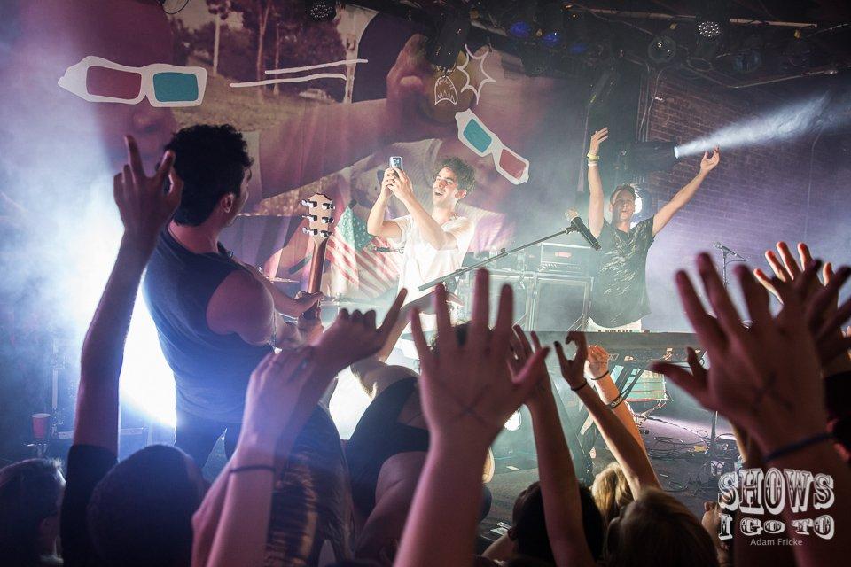 Live concert photos shows i go to music magazine for Pool show orlando 2015