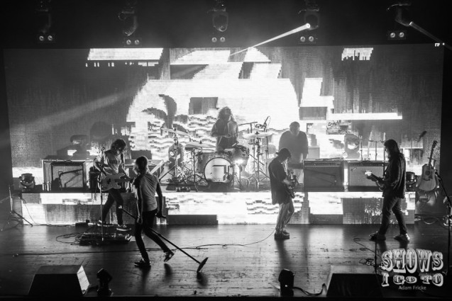 the neighbourhood live review
