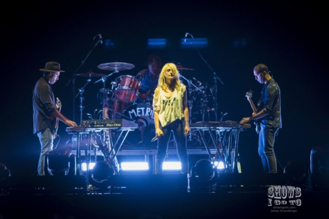Emily Hanes Metric Live Review 2018