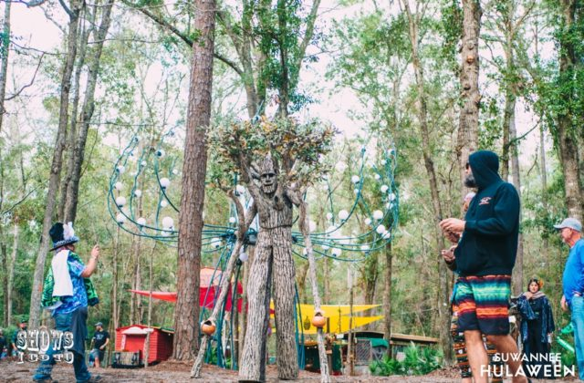 hulaween 2018 tree people photo